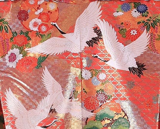 2赤緑に鶴飛翔 [image 2 of 15]